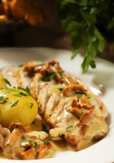 Pheasant in Cream Sauce with Almonds and Mushrooms